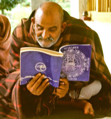 Maharajji Reading