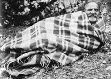 Maharajji Neem Karoli Baba - Can we email maharajji.com with request to stay at Baba's ashrams?