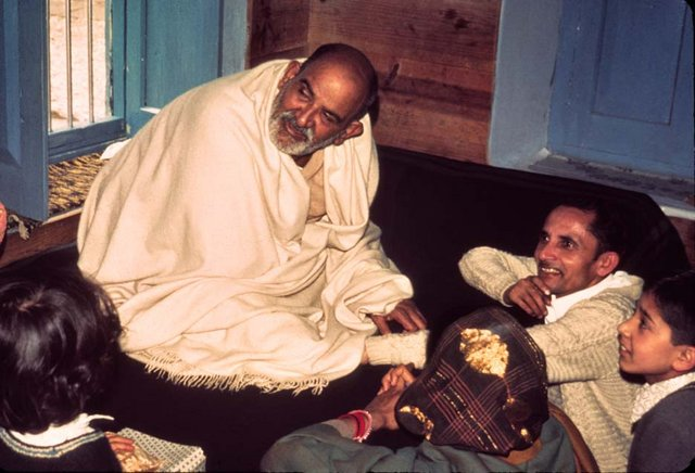 Maharajji and Indian Devotees